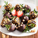 ACD2026, Peanut Brittle Crunch Chocolate Covered Strawberries - 12 Berries