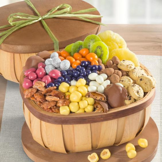 AA2005, Chocolate, Candy and Nuts Gourmet Snack Basket